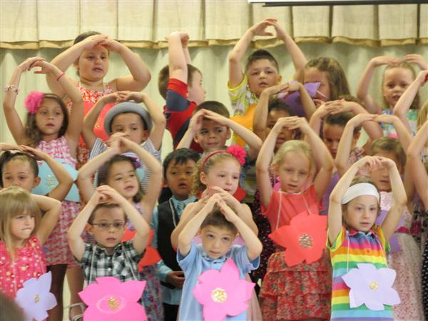 "Deerfield Elementary Kindergarteners Hold ""Spring Showcase"""