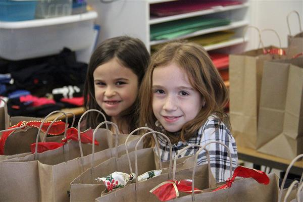 "Hart's Hill Elementary School Makes ""Kindness Bags"" for the Hope House"