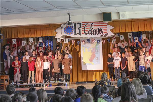 Marcy 5th Graders Present '13 Colonies' Play
