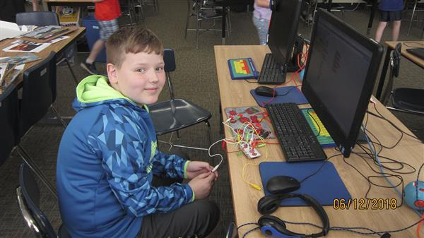 Hart's Hill Fifth Grade Students Use STEM to Create Projects