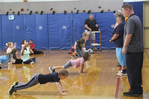 parents help count while students exercise