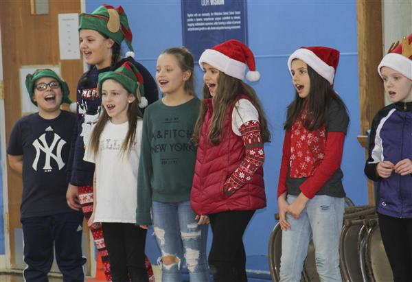 Deerfield Elementary Celebrates Holiday Season With Sing-Along